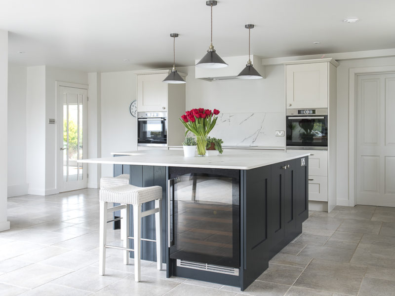 monochrome kitchen island with breakfast bar